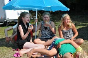 Tilskurer til årets foldboldkamp mellem pladsen og Ungcamp